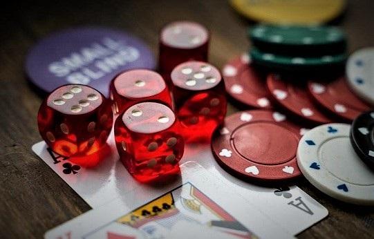 situs judi poker terpercaya, tips mencari situs judi poker online terbaik, kelebihan bermain di situs judi poker